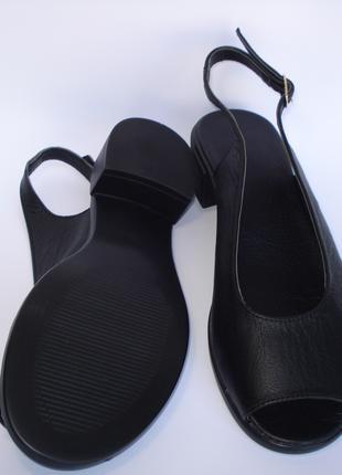 Женские Кожаные Босоножки 39 и  40 размера на Каблуке модель