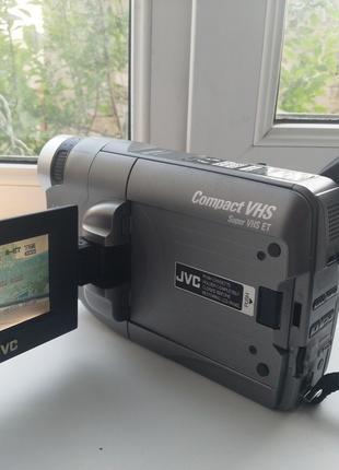 Видеокамера JVC GR-SXM460A + Зарядное устройство + 5 кассет