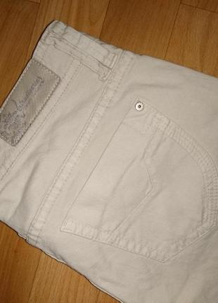 Светлые джинсы женские stradivarius