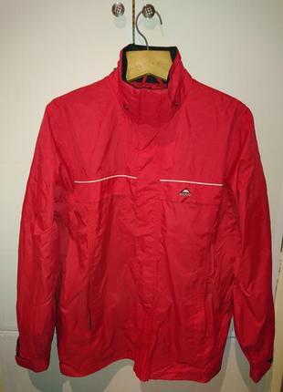 Мужская курточка красного цвета