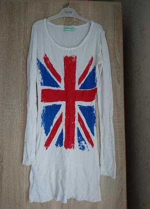 Платье белое с принтом флаг