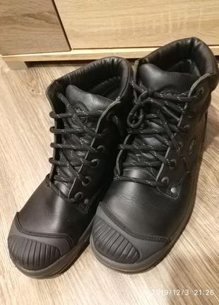 Фирменные ботинки Bata