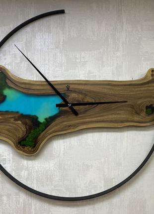 Эксклюзивные настенные часы 110см Орех с мхом и эпоксидной смо...