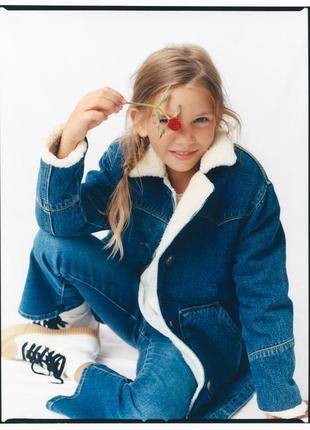 Zara ! оригинальная, теплая, стильная джинсовая куртка на овчинке