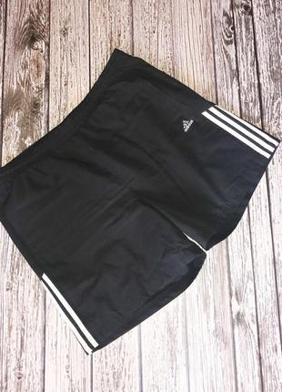 Фирменные шорты adidas для мужчины , размер xl (50-52)