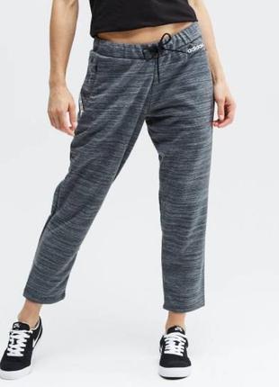 Женские спортивные укороченные штаны adidas
