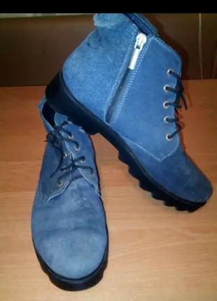 Замшевые ботинки.