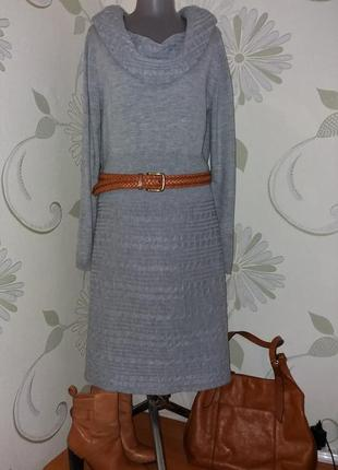 Платье вязаное трикотажное теплое серое в косы миди с воротником