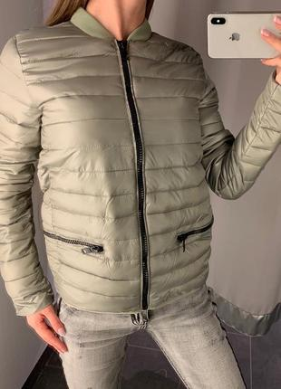 Оливковый стеганый бомбер демисезонная куртка курточка amisu е...