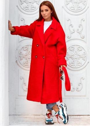 Пальто букле красного цвета