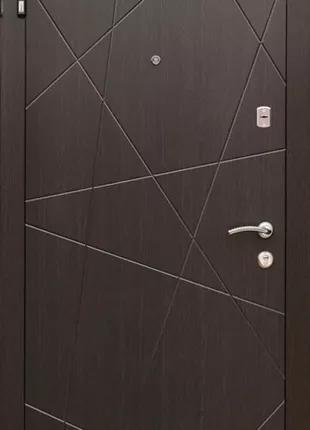 Входные двери в квартиру А №228-кр