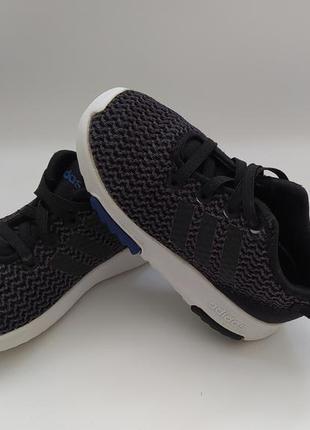 Хорошенькие кроссовочки фирмы adidas на размер 24