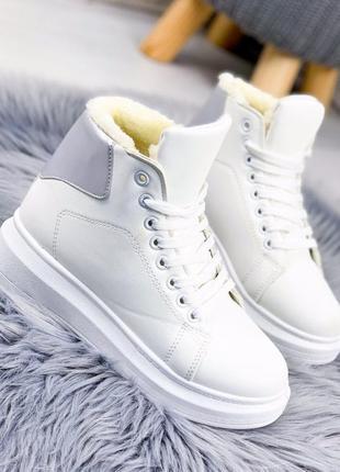 Зимние стильные белые ботинки на меху кроссовки