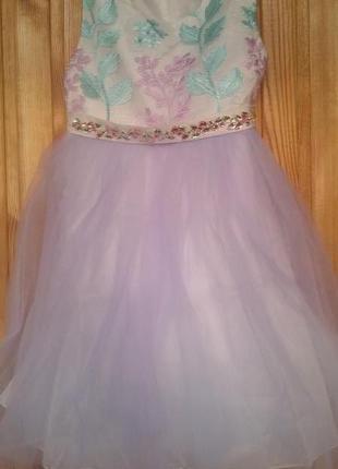 Новое нарядное платье на 5-6 лет