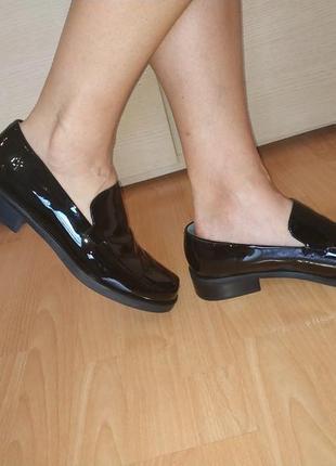 Туфли - лоферы 42-43 р кожаные лаковые