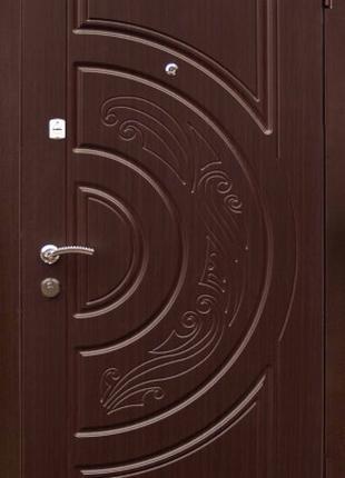 Входные двери на улицу А №32