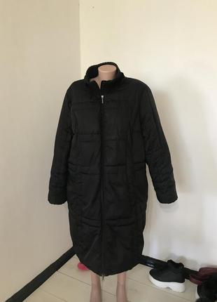 Чёрное дутое пальто большого размера