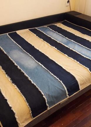 Стильное джинсовое покрывало ручной работы.