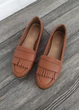 Стильные туфли лоферы с бахромой