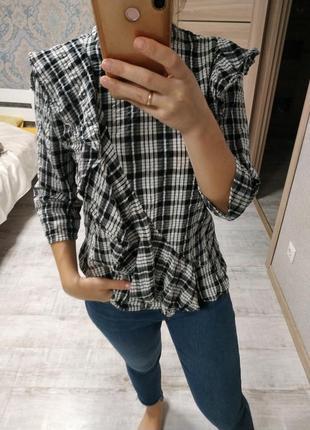 Стильная блуза рубашка в клетку с рюшами воланами