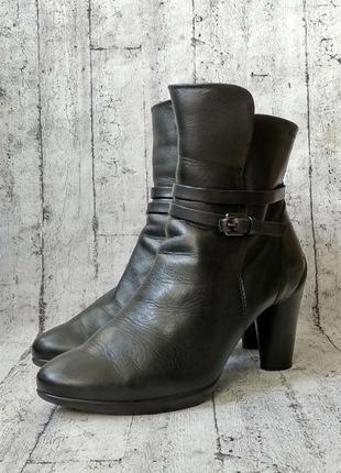 Практичные женские ботинки от ecco, 38р, кожа, индонезия