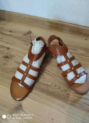 Бомбезні шкіряні босоніжки-сандалі, mariella