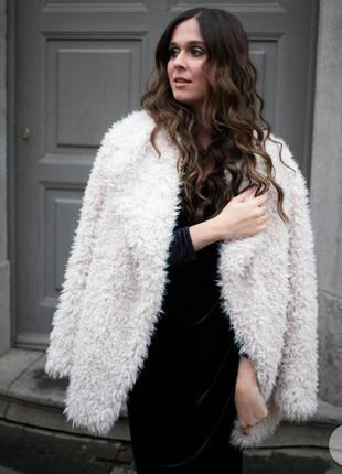 Модная шуба из искусственного меха эко мех барашек белая стиль...