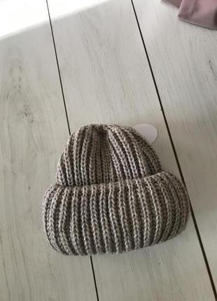 Тёплая объёмная шапка