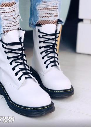 "Демисезонные белые ботинки ""мартенсы"""