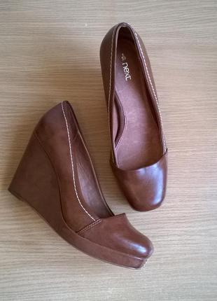 Удобные туфли на платформе 39 (6) р. 25 см. next экокожа