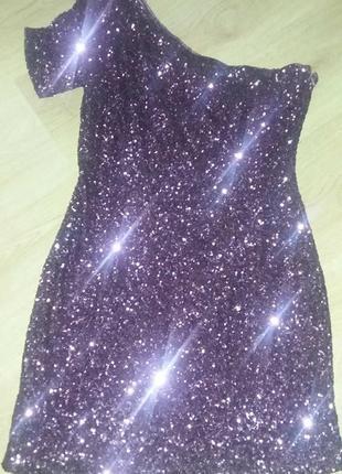 Шикарное платье из пайеток, на одно плечо New Look