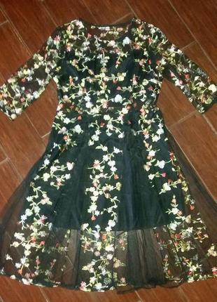 Платье-сетка с вышивкой