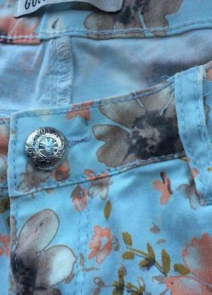 Красивые джинсы в цветах