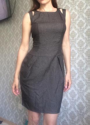 Красивое платье в деловом стиле