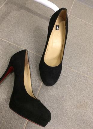 Туфли замшевые красная подошва