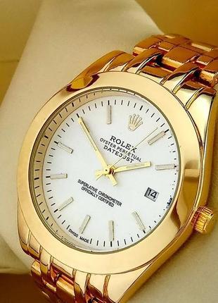 Элегантные часы на металлическом браслете