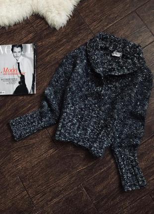 Очень стильный теплый шерстяной свитер