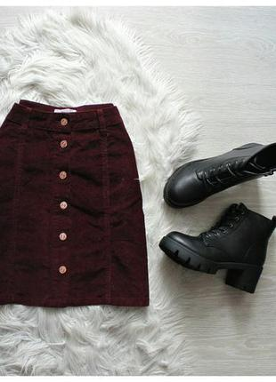 Вельветовая бордовая юбка трапеция с пуговицами спереди кнопки...