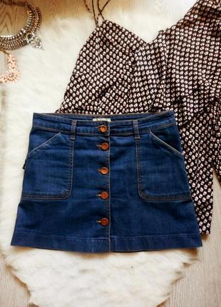 Синяя джинсовая юбка мини трапеция с пуговицами спереди и карм...