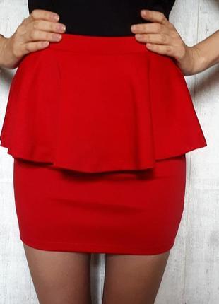 Красивая красная юбка