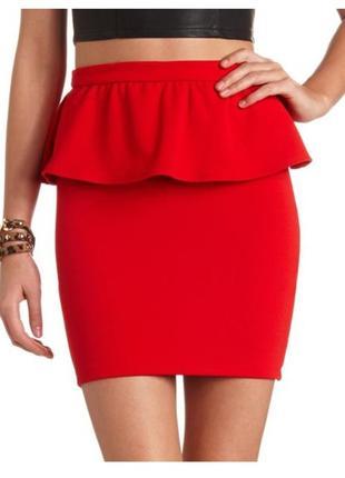 Красивая красная юбка с баской