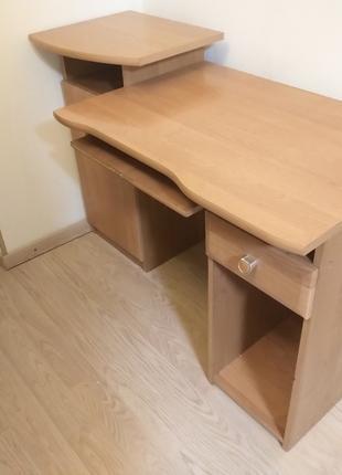 Стол для учёбы