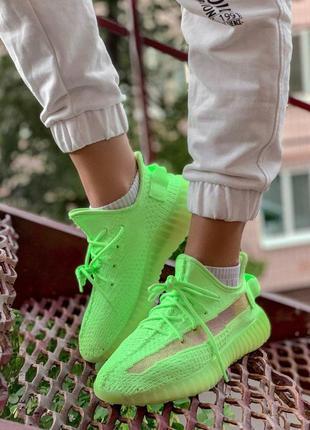 Яркие кроссовки adidas yeezy 350 с неоновой подошвой (весна-ле...