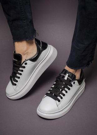 Крутые кроссовки alexander mcqueen в двухцветном дизайне (весн...