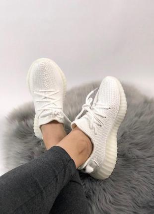 Анатомические кроссовки adidas yeezy 350 в белом цвете (весна-...