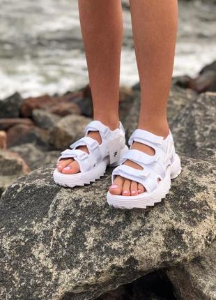 Белые женские сандалии fila на массивной подошве (весна-лето-о...