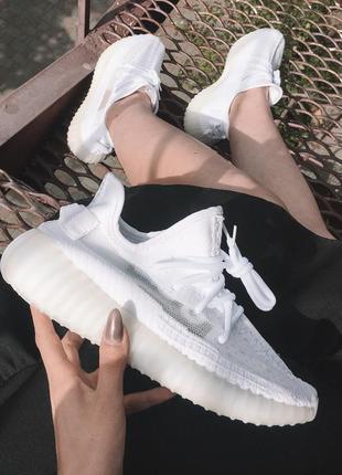 Полностью рефлективные кроссовки adidas yeezy в белом цвете (в...