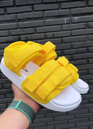 Яркие стильные женские сандалии adidas в желтом цвете (весна-л...