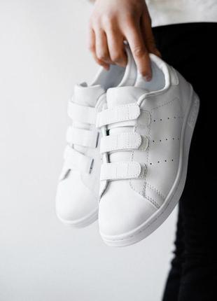 Стильные кроссовки adidas на липучках в белом цвете (весна-лет...