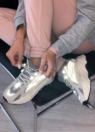 Кроссовки adidas с рефлективными вставками и сером цвете (весн...